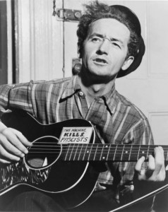Woody Guthrie - © D.R